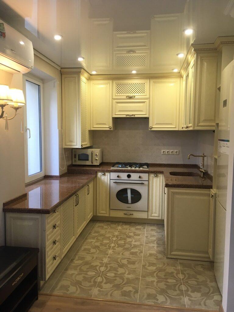Кухня в классическом стиле П-образной формы