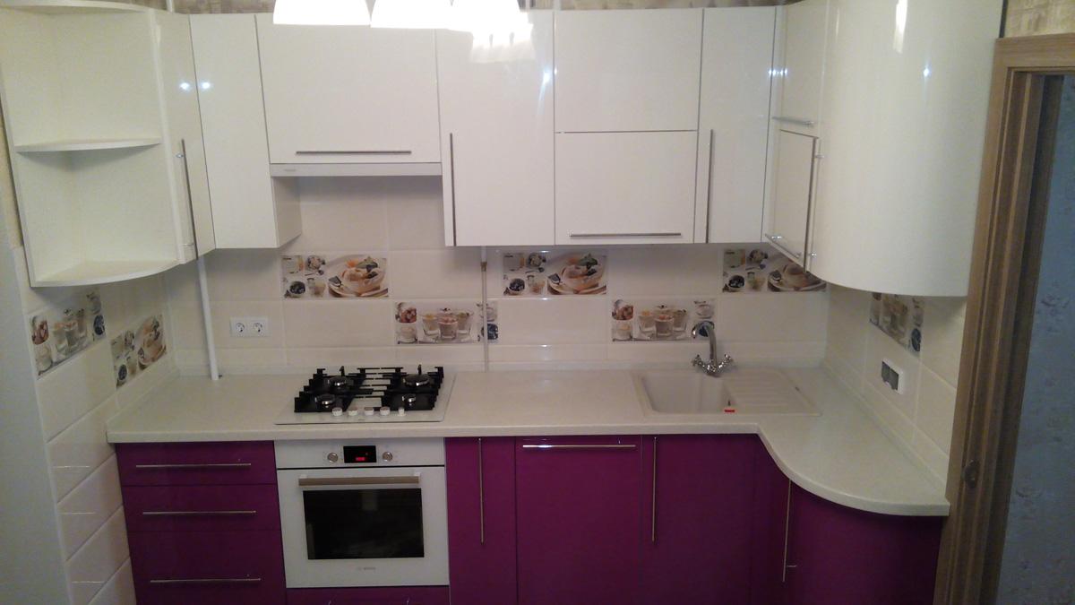 Кухня в стиле Модерн с эмалированными фасадами