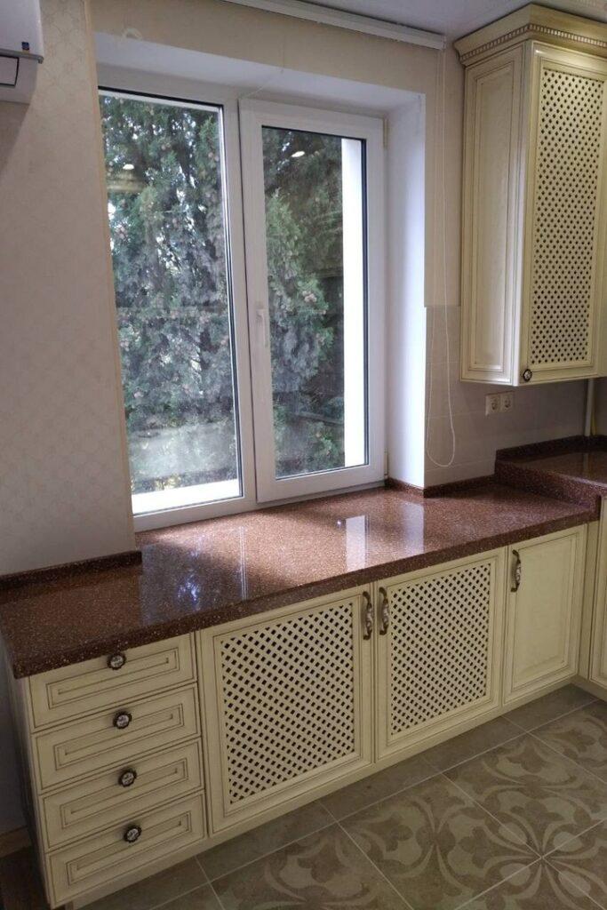 Кухня в классическом стиле для маленькой квартиры
